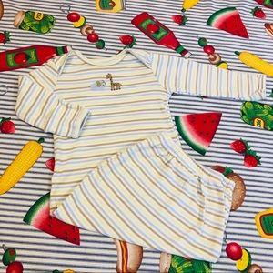 Carters Boys Baby Gown w/ elephants & giraffes 🦒